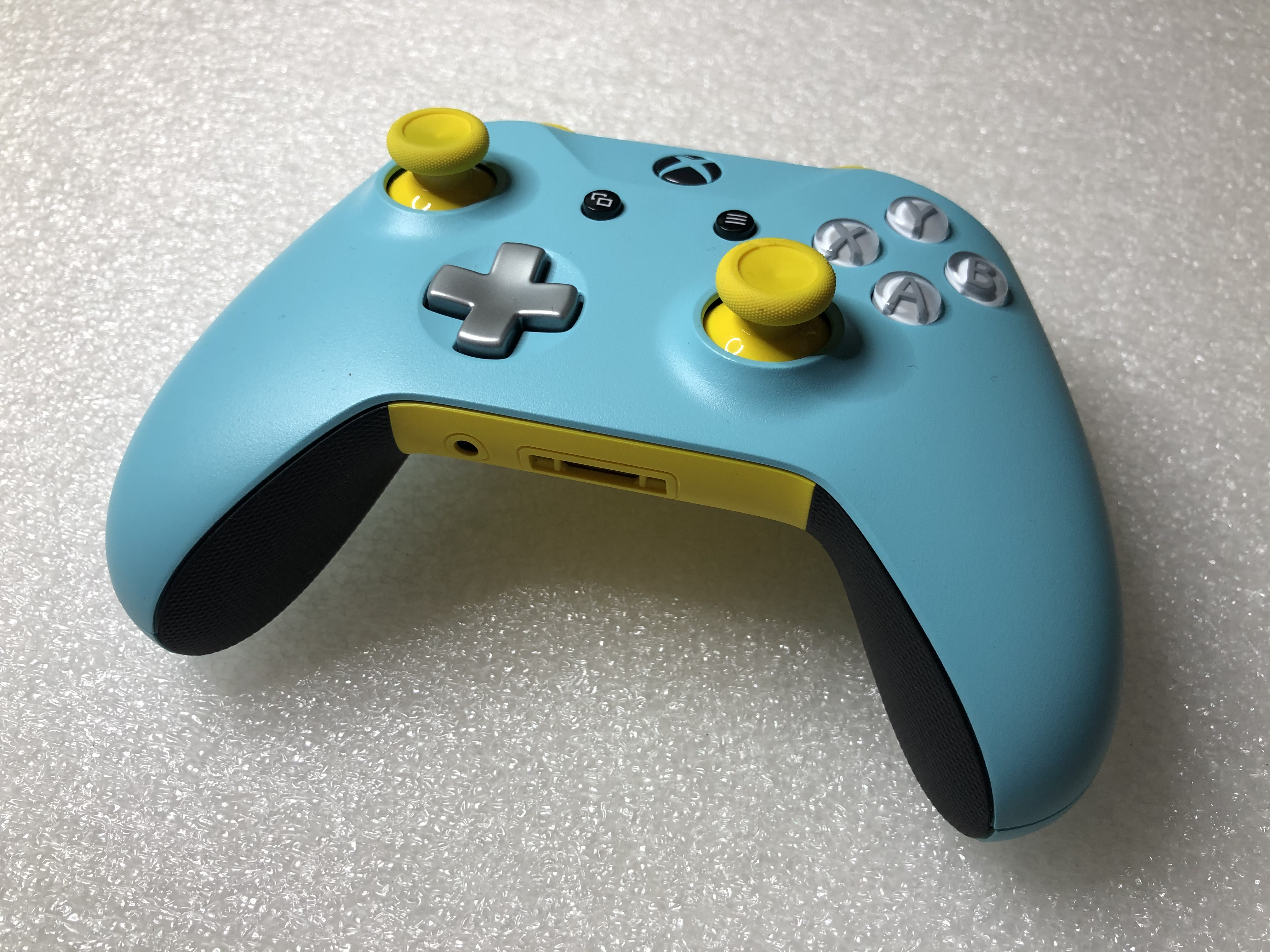 Microsoft Xbox One S Wireless Controller - Custom Blue/Yellow/Black **POUŽITÝ**